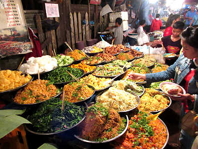 Laber & intens veggiebuffet på Luang Prabangs night market