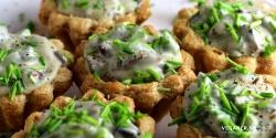 Tarteletter med portobellosvampe, grønne asparges og purløg